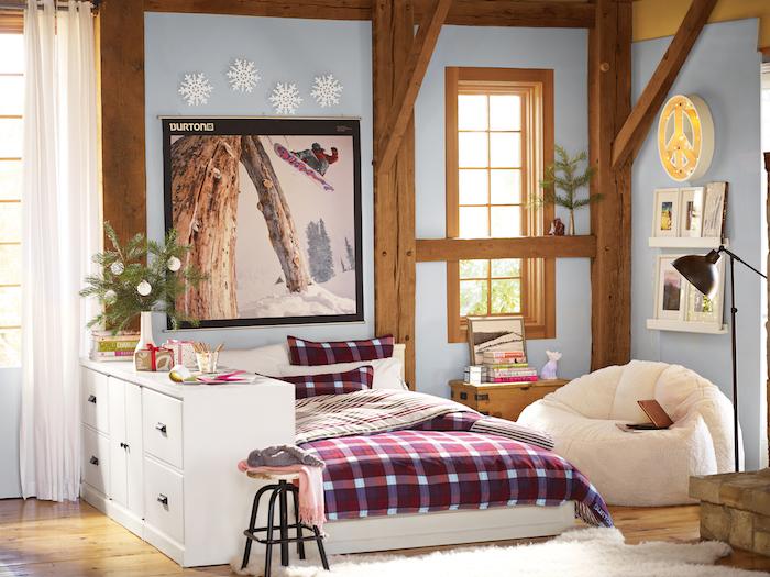 jugendzimmer ideen im winter wintersportarten spielen mädchen snowboard oder ski schneeflocken wanddeko ideen mädchenzimmer in den gebirgen