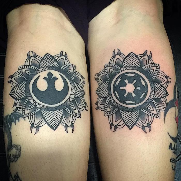 zwei hände mit zwei kleinen schwarzen tattoos mit mandala und star wars motiven und schwarzen blättern