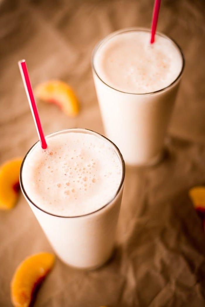 eiweißshake mit pfirsichen und milch, protein shakes selber machen
