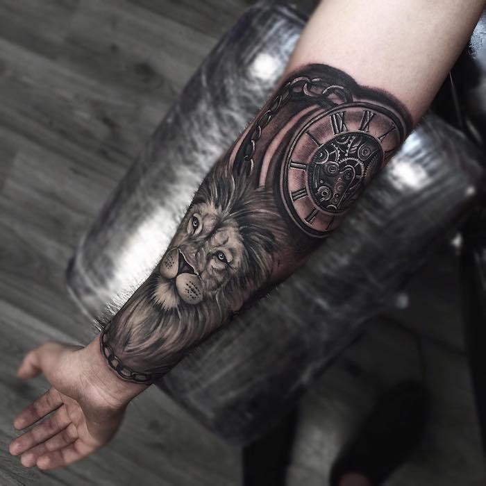 tattoo uhr, realitische 3d-tätowierung am arm, löwenkopf mit uhr