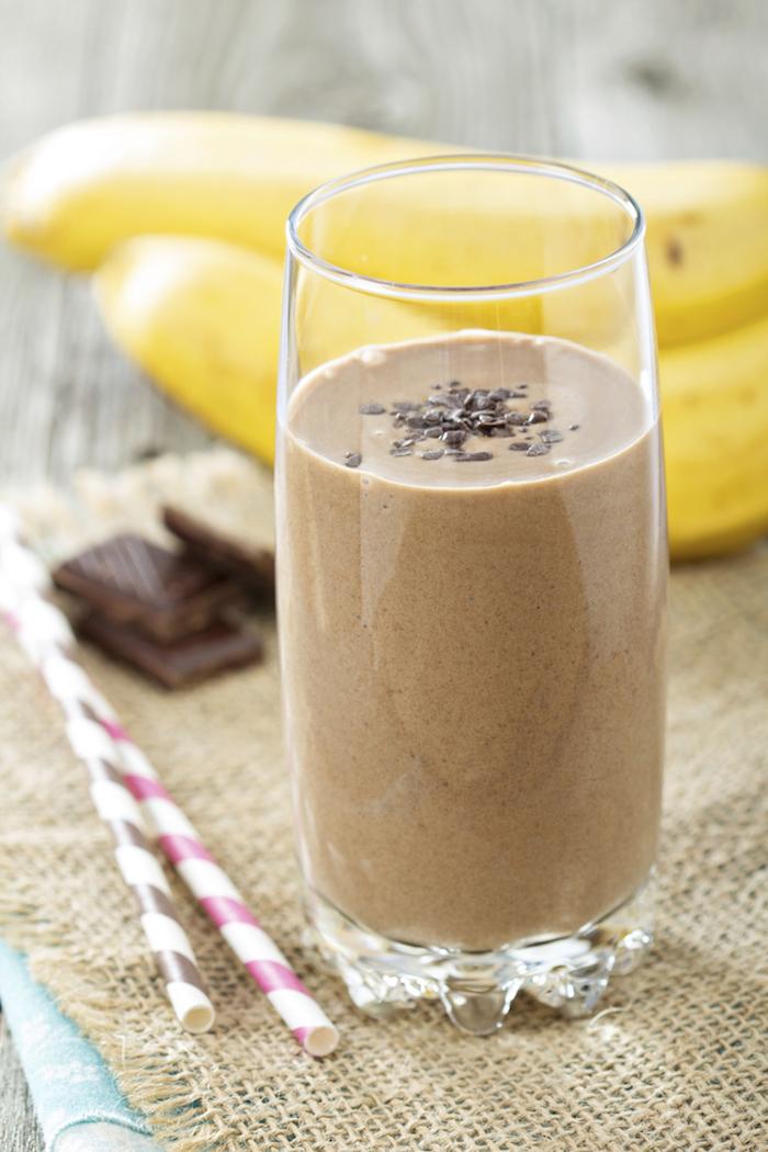 protein shake selber machen, proteingetränk mit kakao und bananen
