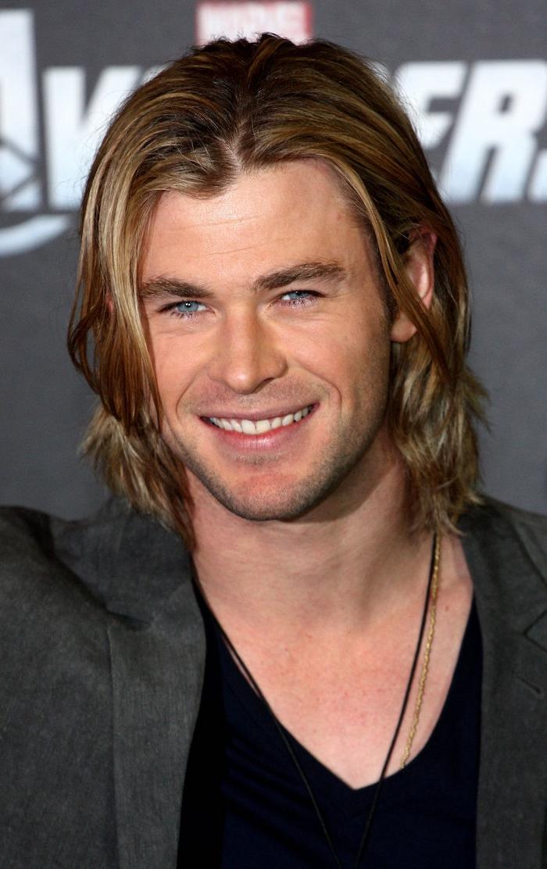lange haare männer, chris hemsworth mit langen haaren, männerfrisur