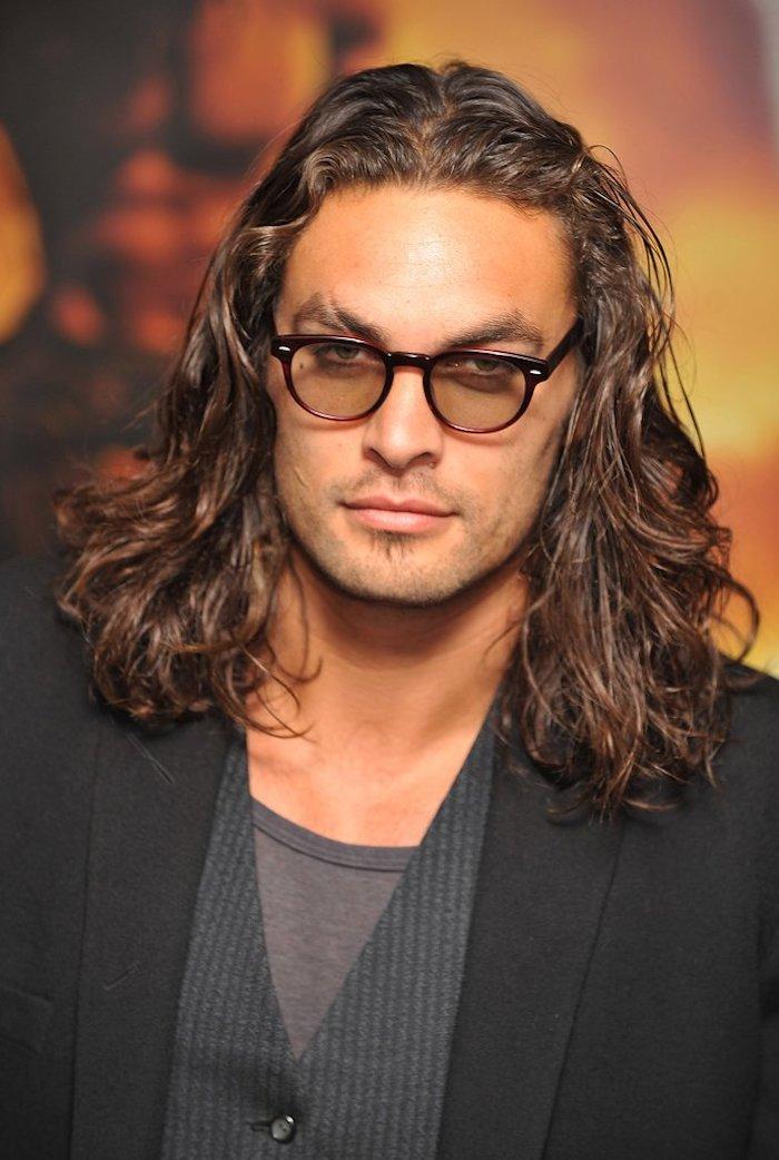 frisuren lange haare, mann mit langen lockigen haaren, brille