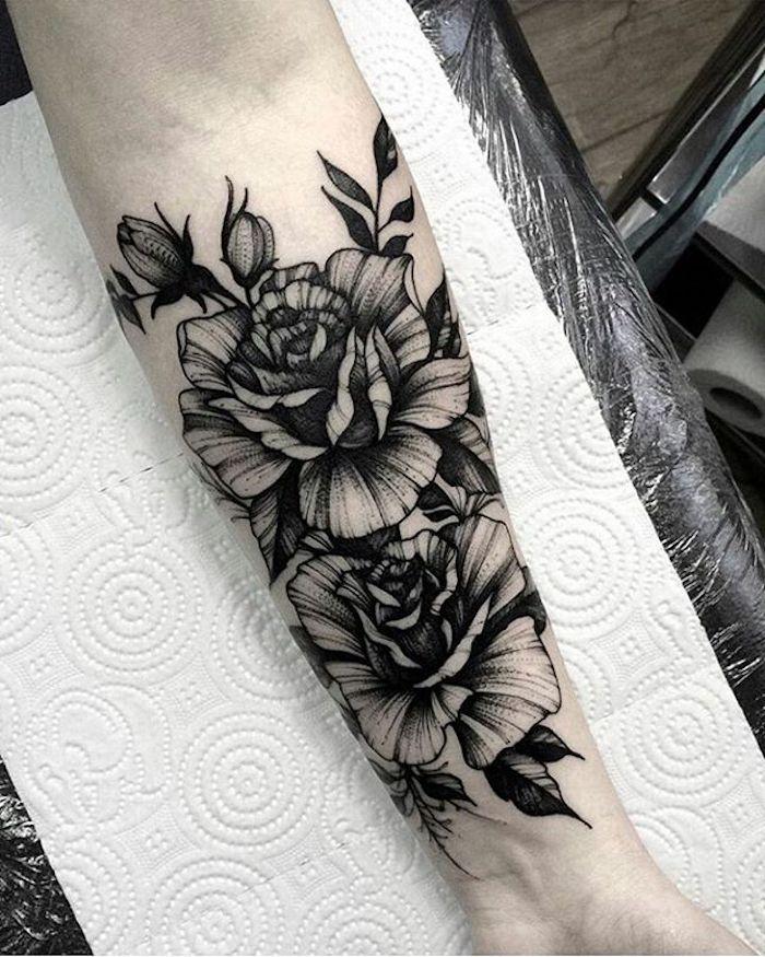 tattoo vorlagen, blumen tattoo am unterarm, tätowierung mit rosen-motiv