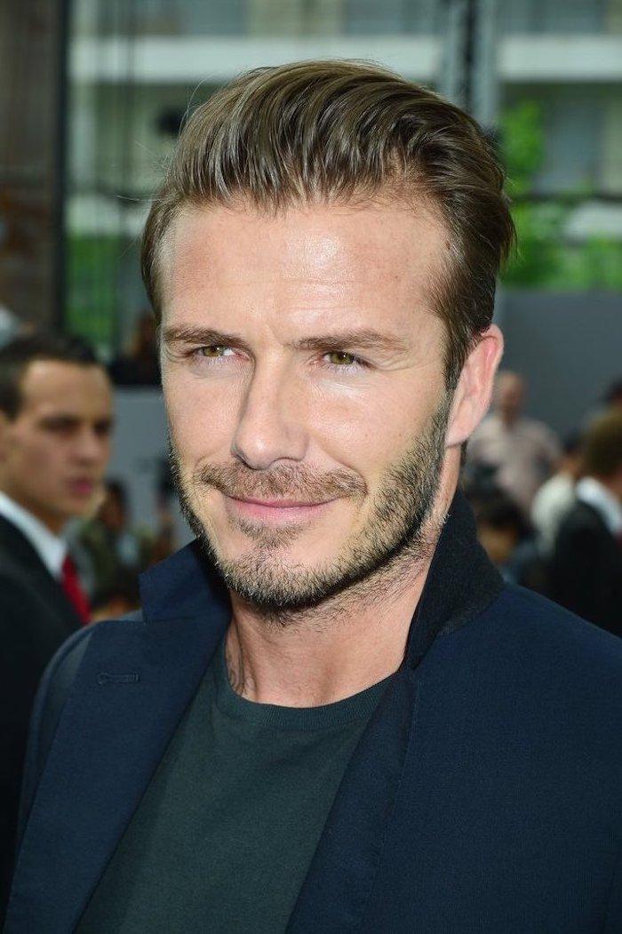 David Beckham inspiriert mit perfektem Look, mittellange Haare und Sechs Tage Bart