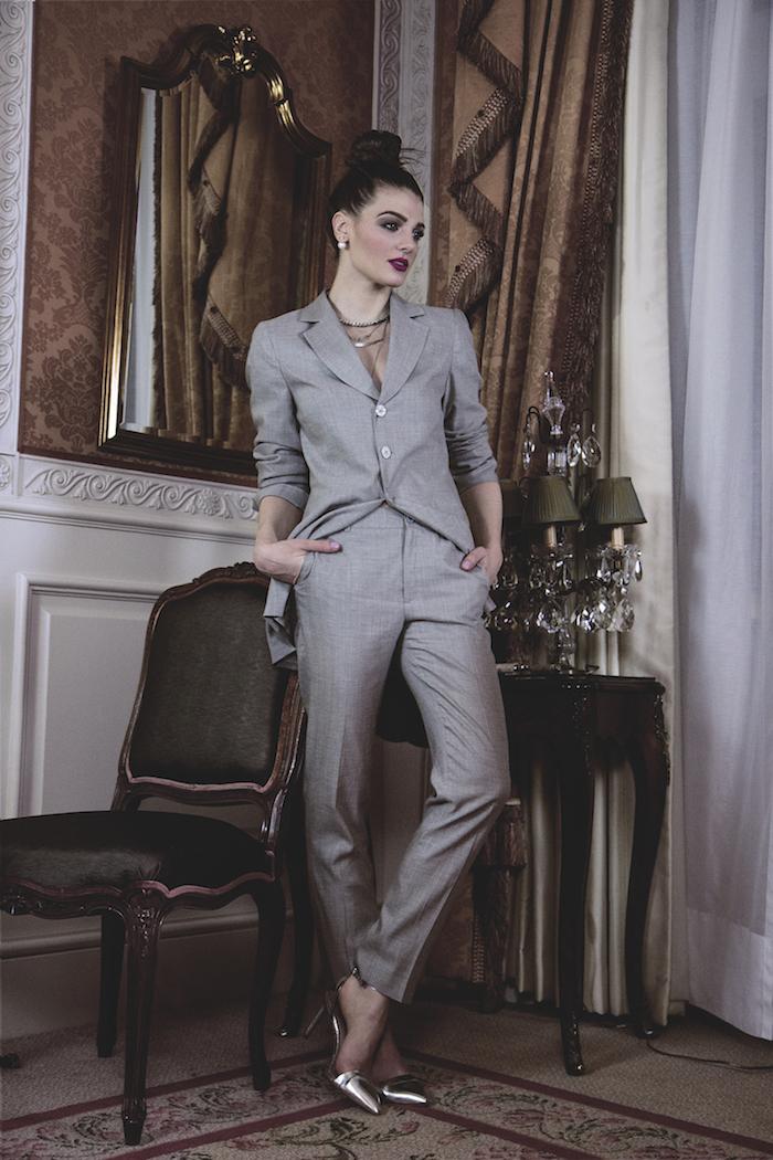 Damenstil Ideen zum Thema: grauer anzug welches Hemd - hier ist kein hemd nötig. Es kann Shirt oder Bluse sein