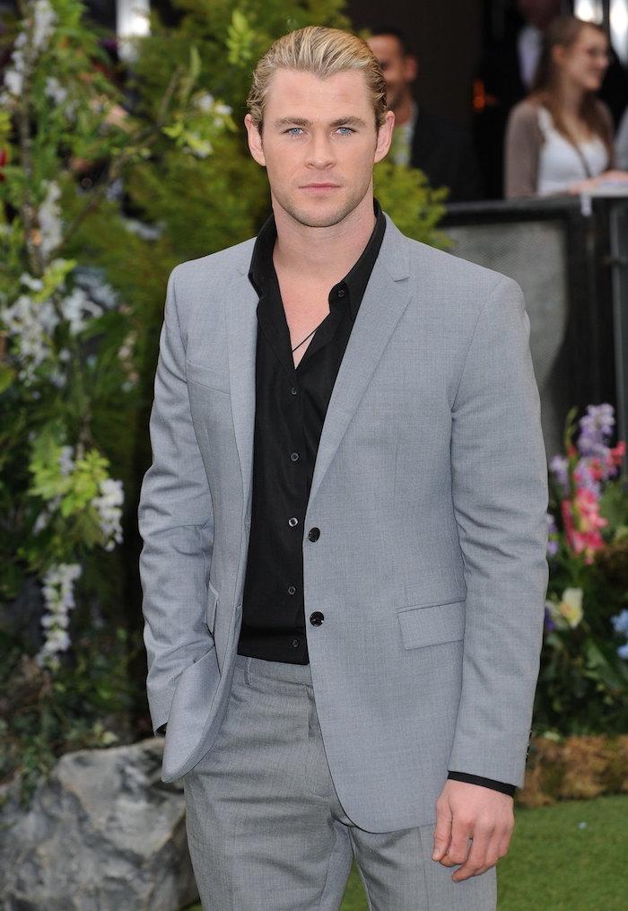 Schwarzes Hemd und grauer anzug welches hemd könnte besser als dieses passen ideen für elegante herren blonde haare lange haare männer gebunden