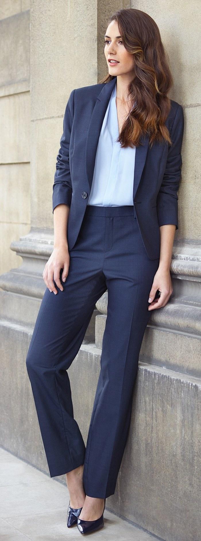 grauer anzug welches hemd kann dem dunkelgrauen besser als hellblau oder weiß stehen ideen für businessdamen