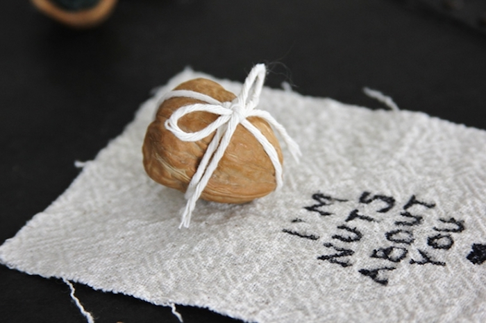 valentinstag geschenke selber machen i am nuts about you coole aufschrift mit walnuss kreative verpackung ideen
