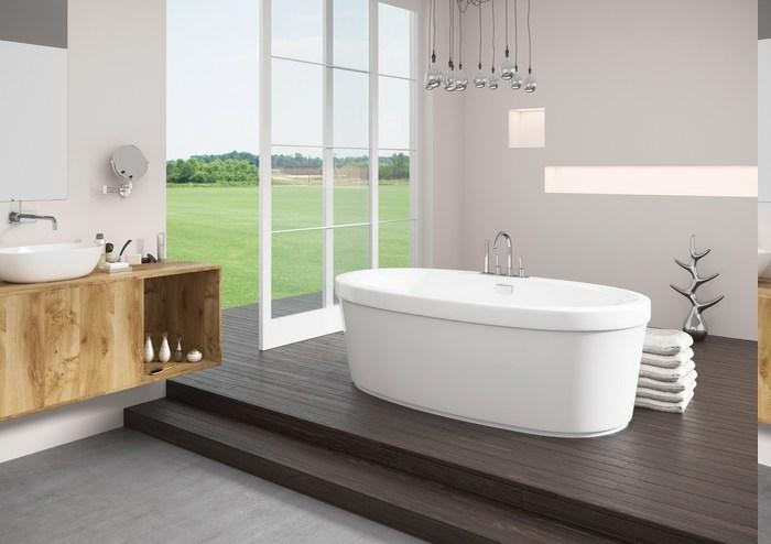 Baderaum auf zwei Ebenen, elegantes Dekoelement aus Metall in der Form eines Baumes, Badezimmer mit Holzboden, Bad mit Glastür zum Außenbereich, Wand mit dekorativen Nischen