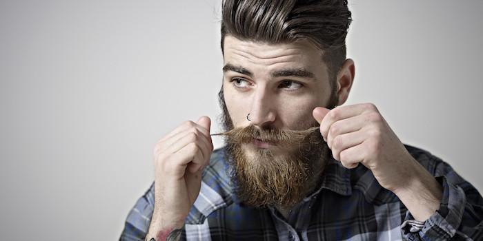 barttypen bart mit schnurrbart idee blonder mann schöne gesichtsmiene haare cool stylen bart stylen bartöl wachse