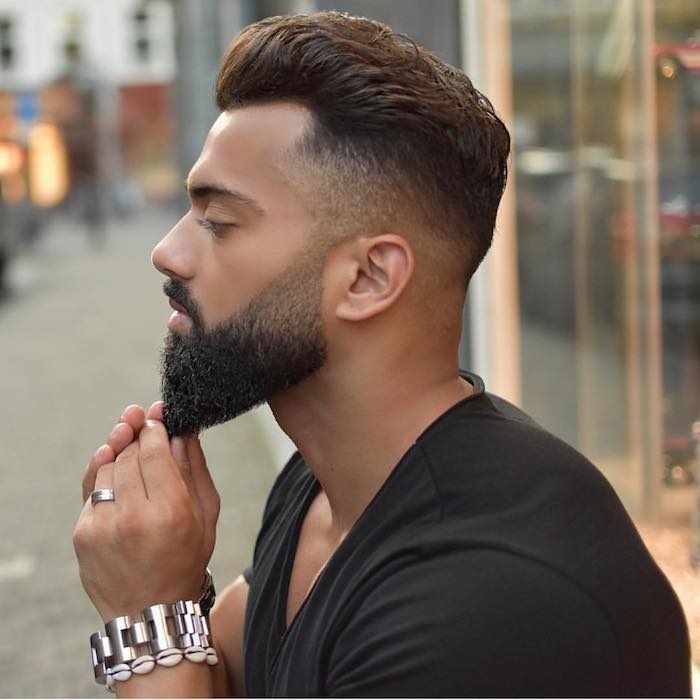 barttypen bart style mit einem spitzen bart style schwarzer bart mann mit schmuck für männer ring armband undercut frisur mann