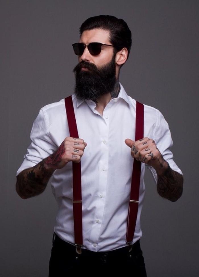 männer mit bart als models hipster mode ideen outfit und ganzer look weißes hemd rote hosenträger hose brille langer schwarzer bart bart färben in schwarz
