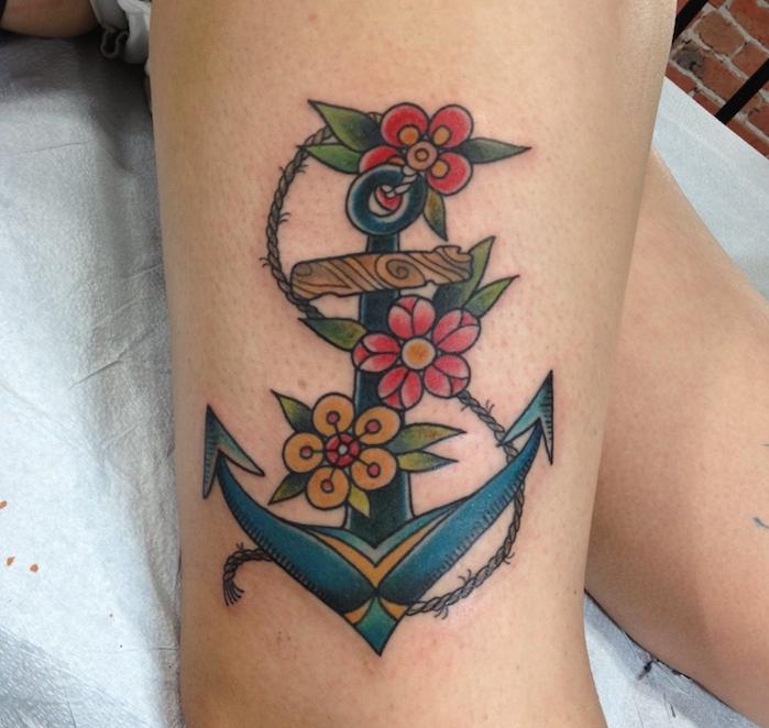 bedeutung anker, tattoos für frauen, farbige tätowierung am oberschenkel