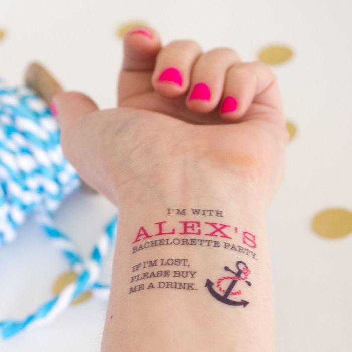 bedeutung anker, tattoo schriftzug in kombination mit anker
