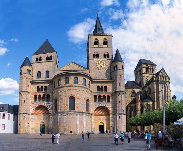 schöne urlaubsorte geschichte kultur architektur kunst so viele sachen zu sehen und erleben in trier eine kleine deutsche stadt mot vielen besonderheiten