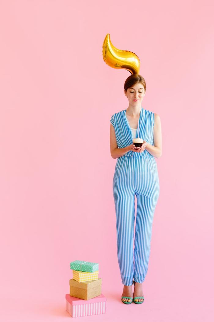 eine Frau mit Ballon als Haar, Last Minute Kostüm Fasching für Damen