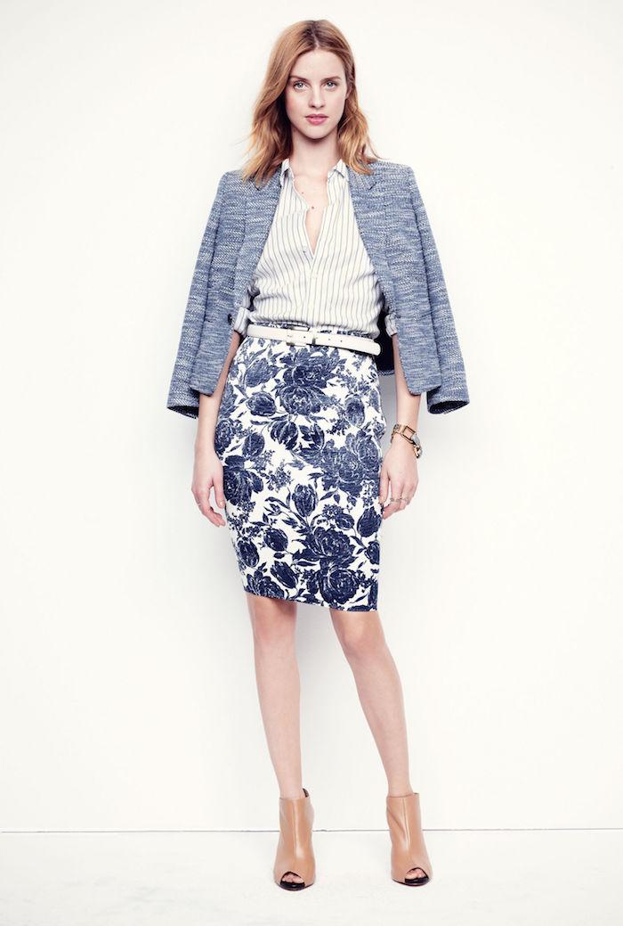 braune business schuhe für die damen absatzschuhe mit offenen spitzen weiß-blaues outfit rock mit hemd und sakko