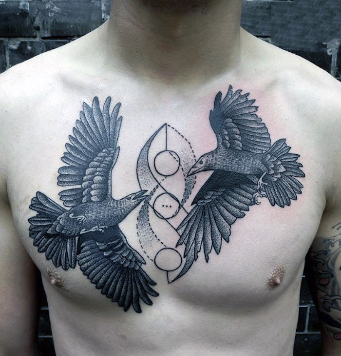 brust tattoo mann, zwei raben in kombination mit geometrischen motiven