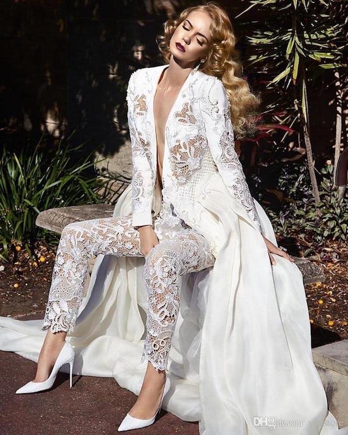 jumpsuit damen spitze design mode ideen zum inspirieren absatzschuhe spitze lange blonde haare dunkelroter lippenstift model