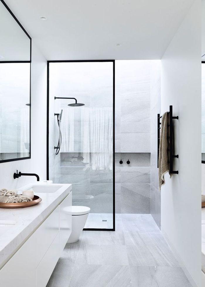 1001 ideen f r designer badezimmer ihr traum geht in for Spiegel schwarzer rahmen