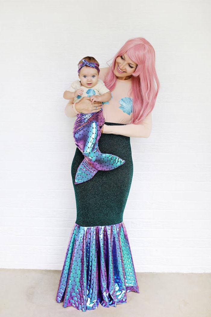 Meerjungfrau Kostüme für Mutter und Baby, glänzender Schwanz und Muscheln, rosafarbene Haare