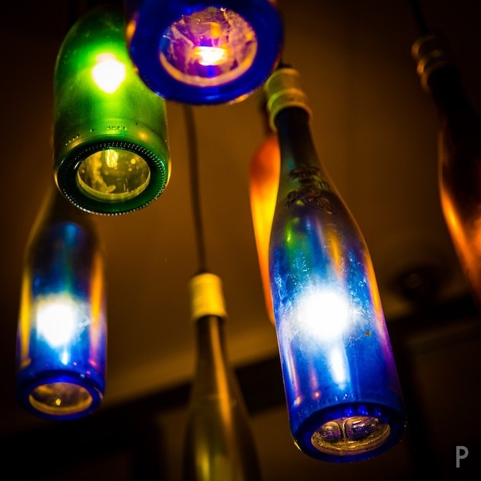 hängeleuchten - grüne, braune und blaue große flaschenlampen aus glas - lampen selber machen