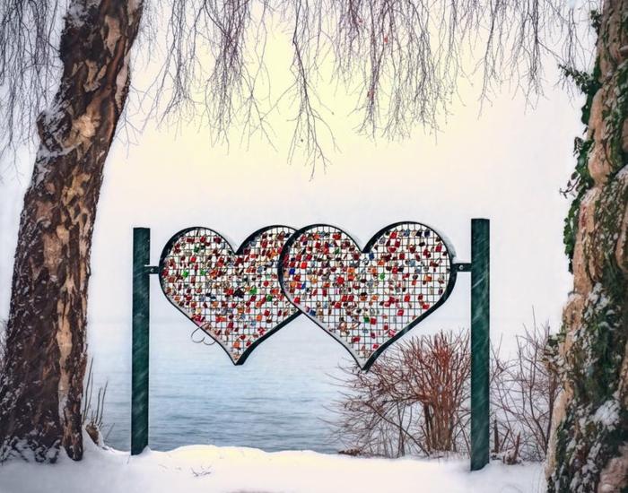 Bilder Romanik - wenn eine Liebe für immer bleiben soll, hängen Sie die Schlösser mit den Namen des Paares