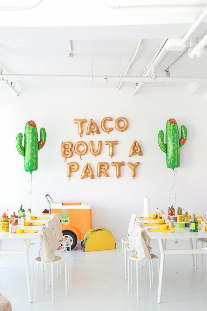 eine Party für Kinder, Ballone wie Kaktusse und eine Ballonen Aufschrift