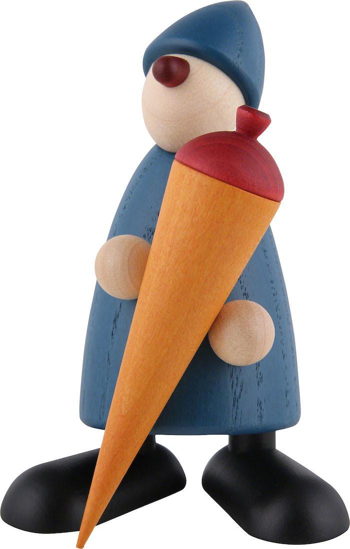 kleine schultüte - eine figur aus holz mit einem blauen jungen mit hut und mit einer orangen schultüte mit einer roten schleife