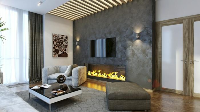 graue Natursteinwand, Sessel und Hocker, Teppich mit geometrischem Muster