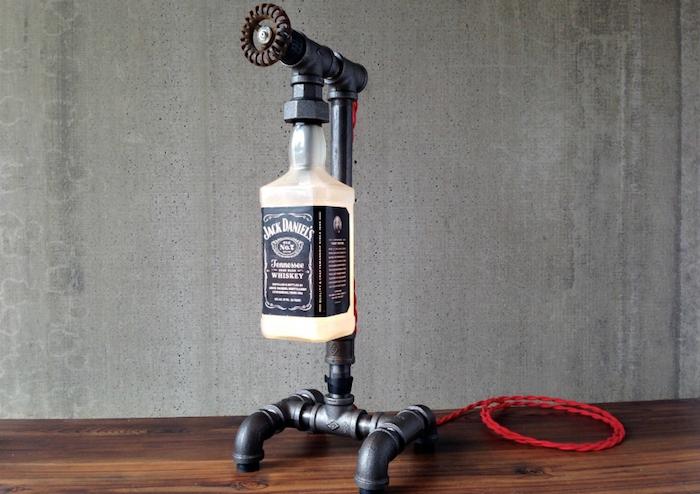 schlafzimmer lampe mit einer großen flasche und einemgrauen rohr - basteln mit glasflaschen