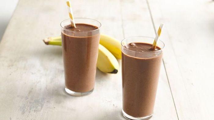 eiweißshake rezept, eiweißgetränke mit bananen und kakao