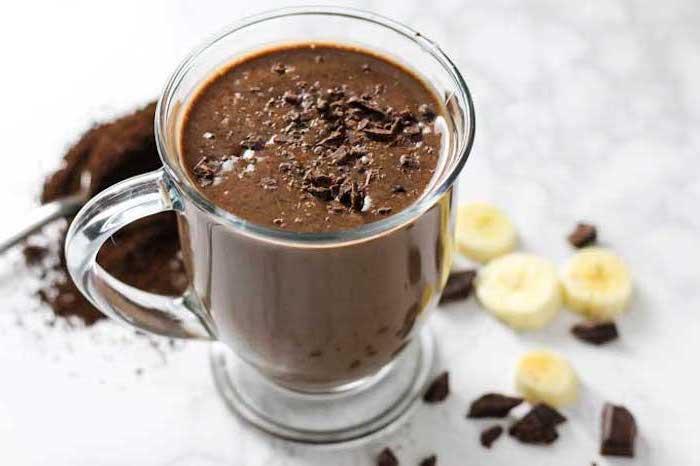 eiweißdrink mit kakao und bananen, shakes zum zunehmen