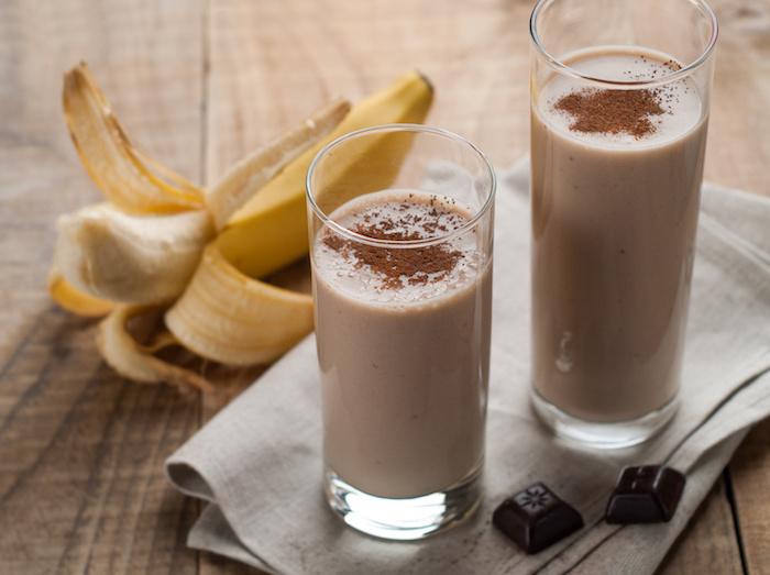 shakes zum zunehmen selber machen, protein shakes mit kakao, zimt und bananen
