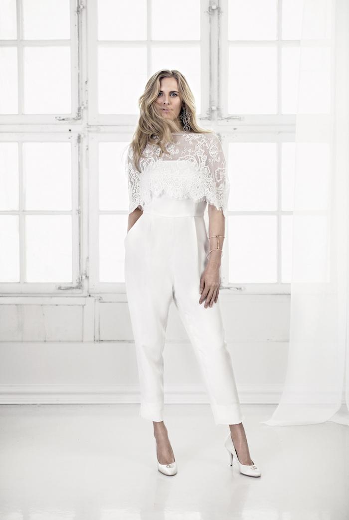 ideen für modelle jumpsuit kurz knöchellang lange blonde haare weiße absatzschuhe dame spitze oberteil idee
