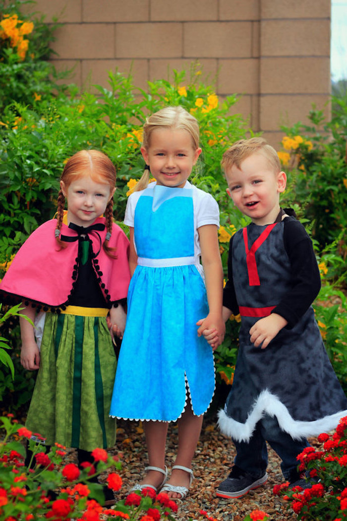 Eiskönigin Kostüme für Kinder, grünes Kleid mit Umhang, hellblaues Kleid mit weißen Ärmeln, Prinz Kleidung mit Pelz Manschetten