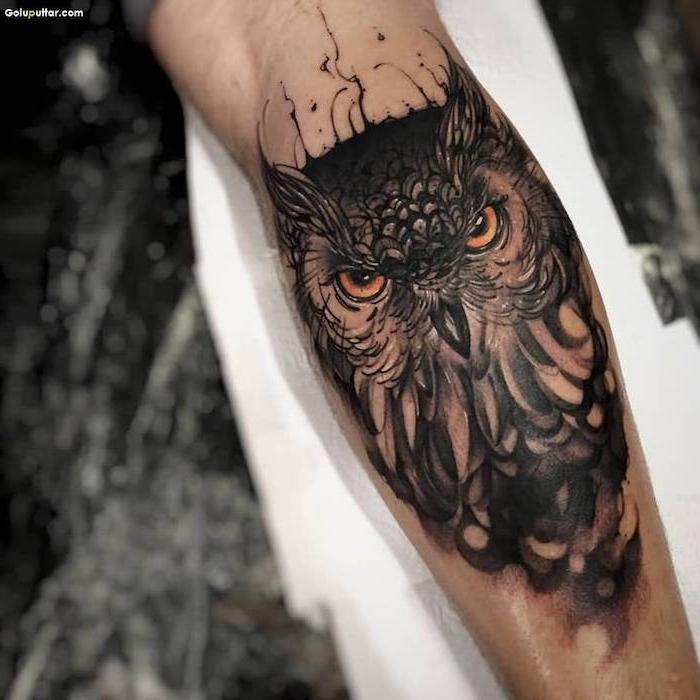 eulen tattoo am arm, realistische 3d-tätowierung mit eulen-motiv