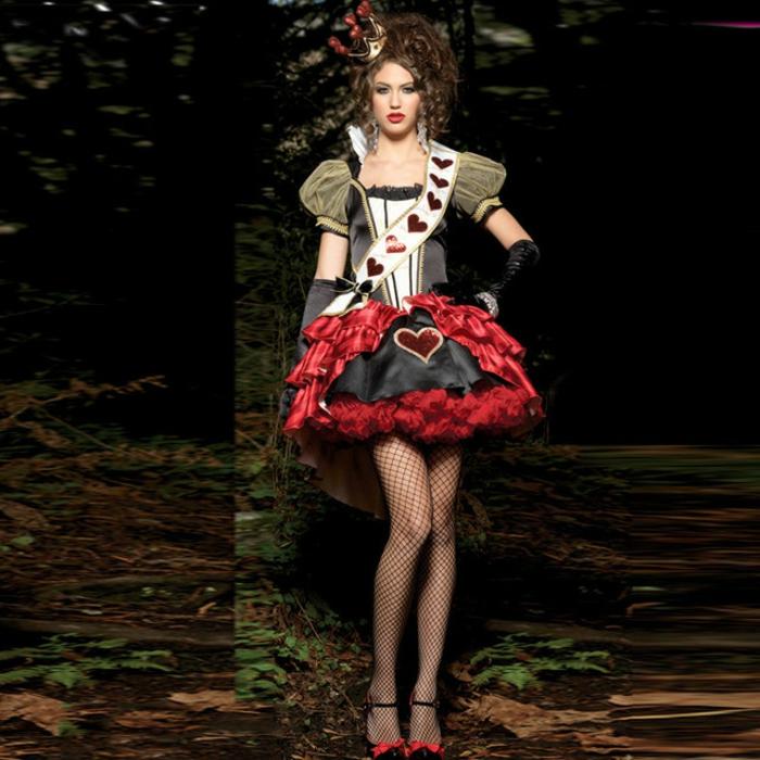 Alice im Wunderland die rote Känigin - schwarzes Kleid mit einem roten Herzen und weißen Streifen am Oberteil, Kleid mit Puffärmeln kombiniert mit Netzstrumpfhose und schwarzen offenen Schuhen mit rotem Band