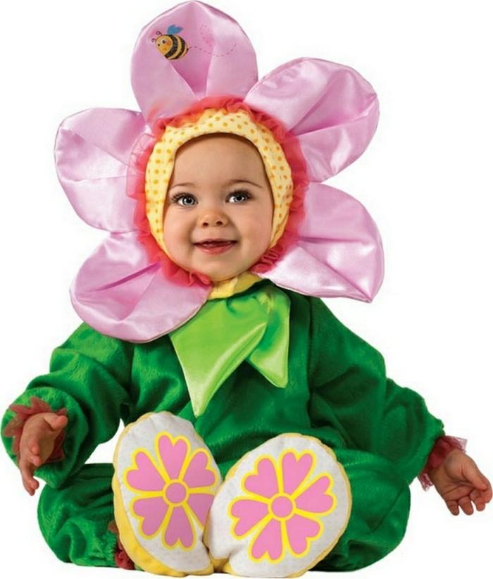 Fasching Baby Kostüm Blume - rosa Blume mit einer Biene darauf, grünes Kostüm mit Blumenmotiv, Pantoffel mit Blumen