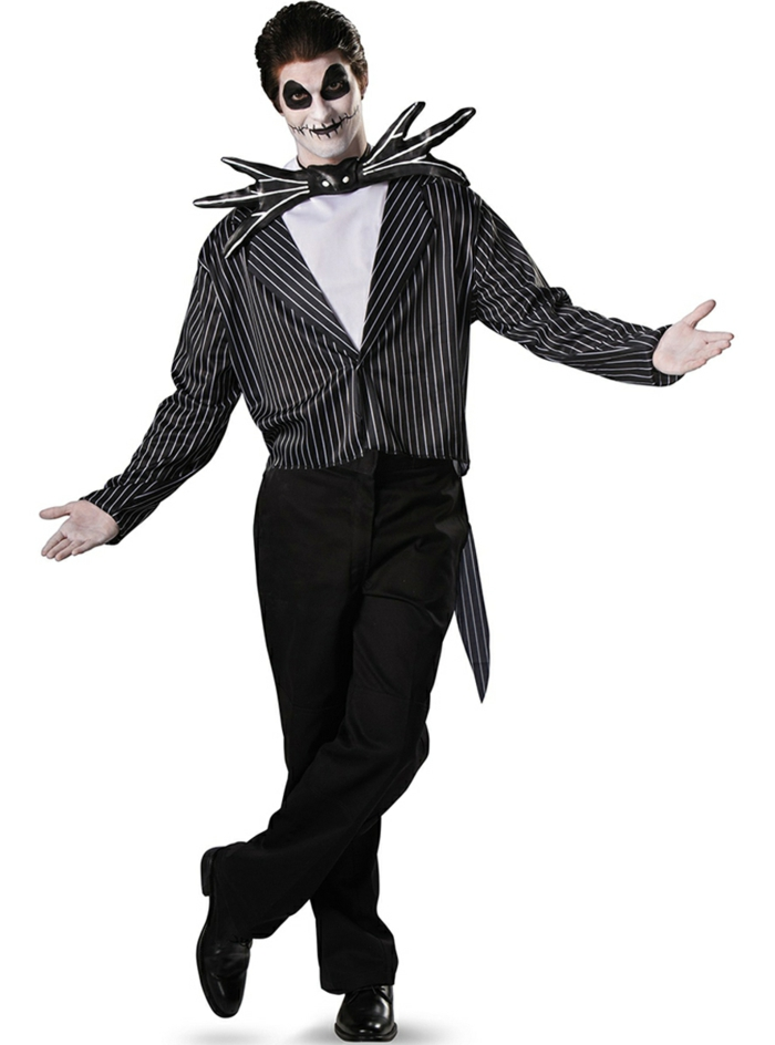 Jack Skellington Der Alptraum vor Weihnachten weiße Bluse kombiniert mit schwarzem Hemd mit dünnen weißen Streifen und einer schwarz-weißen Fliege