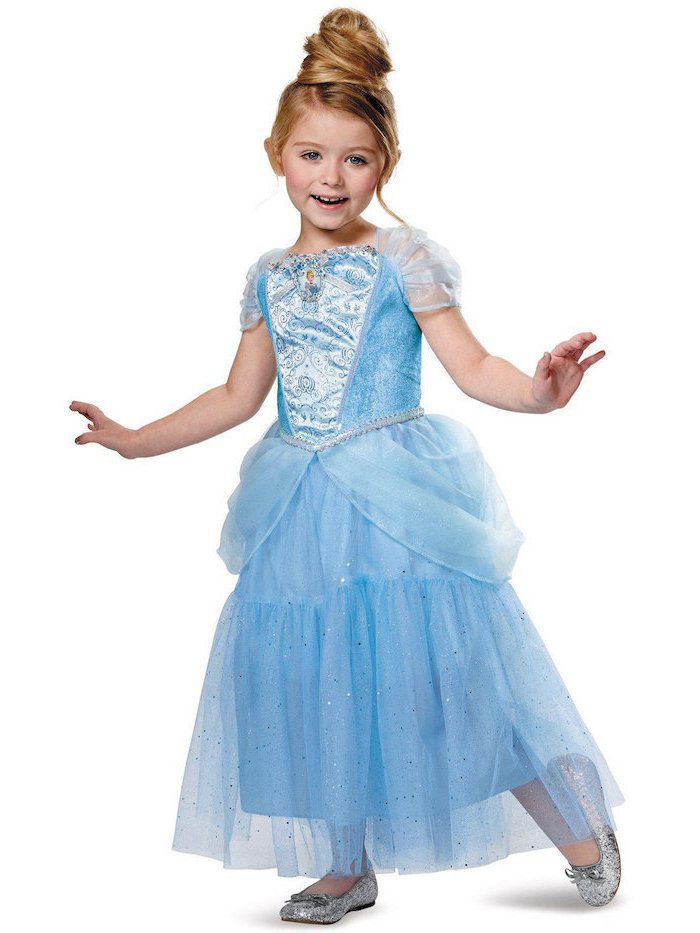 Aschenputtel Kostüm für Fasching, hellblaues Tüllkleid und silberne Schuhe