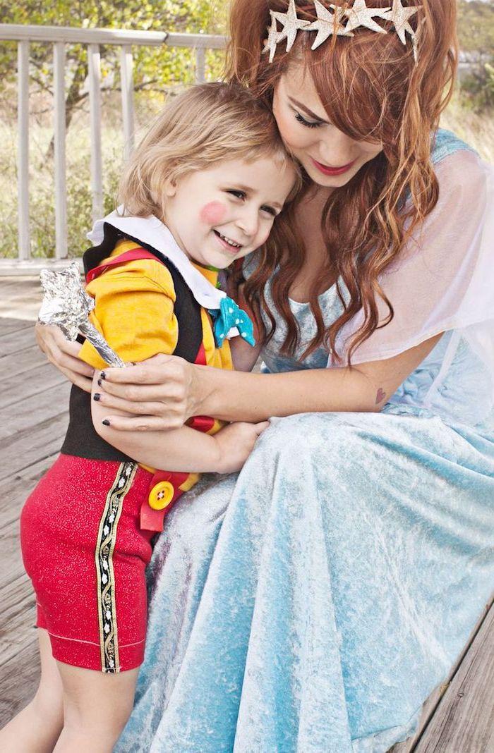 Pinocchio und die Fee mit den dunkelblauen Haaren, Kostüme für Mutter und Sohn