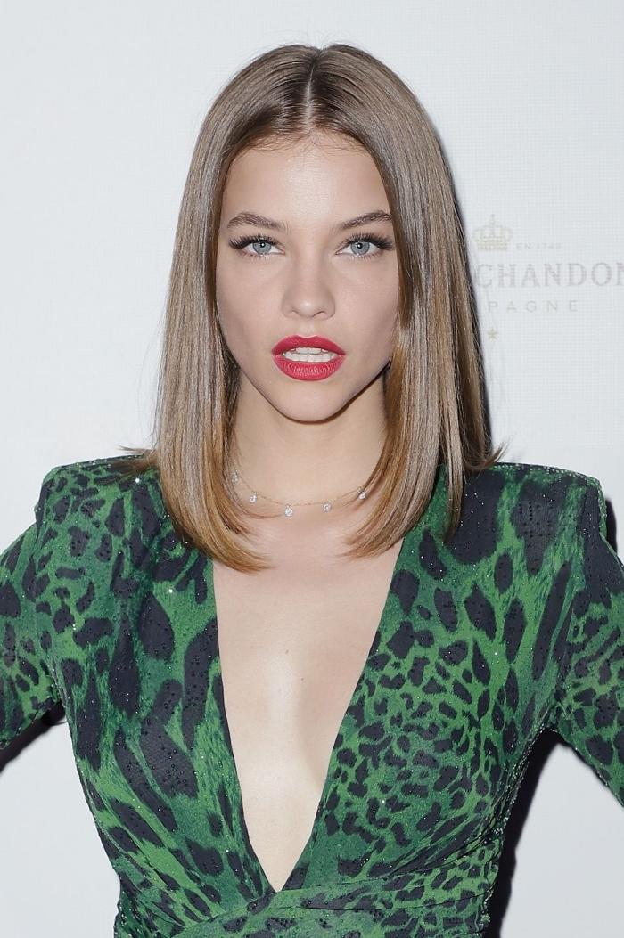 frisuren mittellanges haar, kleid in grün und schwarz, langer bob, honigfarbene haare