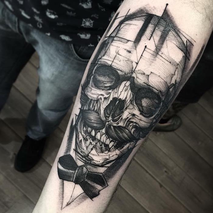geile tattoos für männer, schädel mit schnurrbart, blackwork tattoo