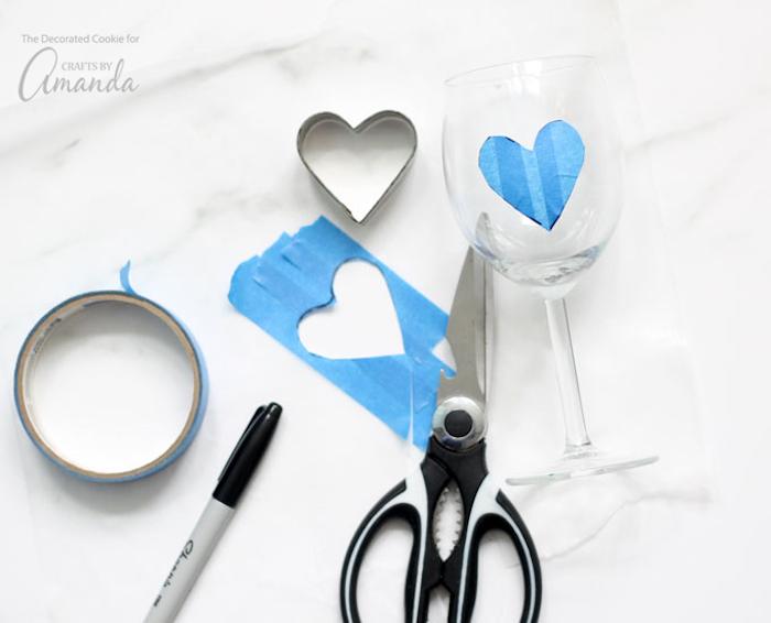 valentinstag geschenk mann und frau geschenk für die beiden stift schere band stoff herz glas
