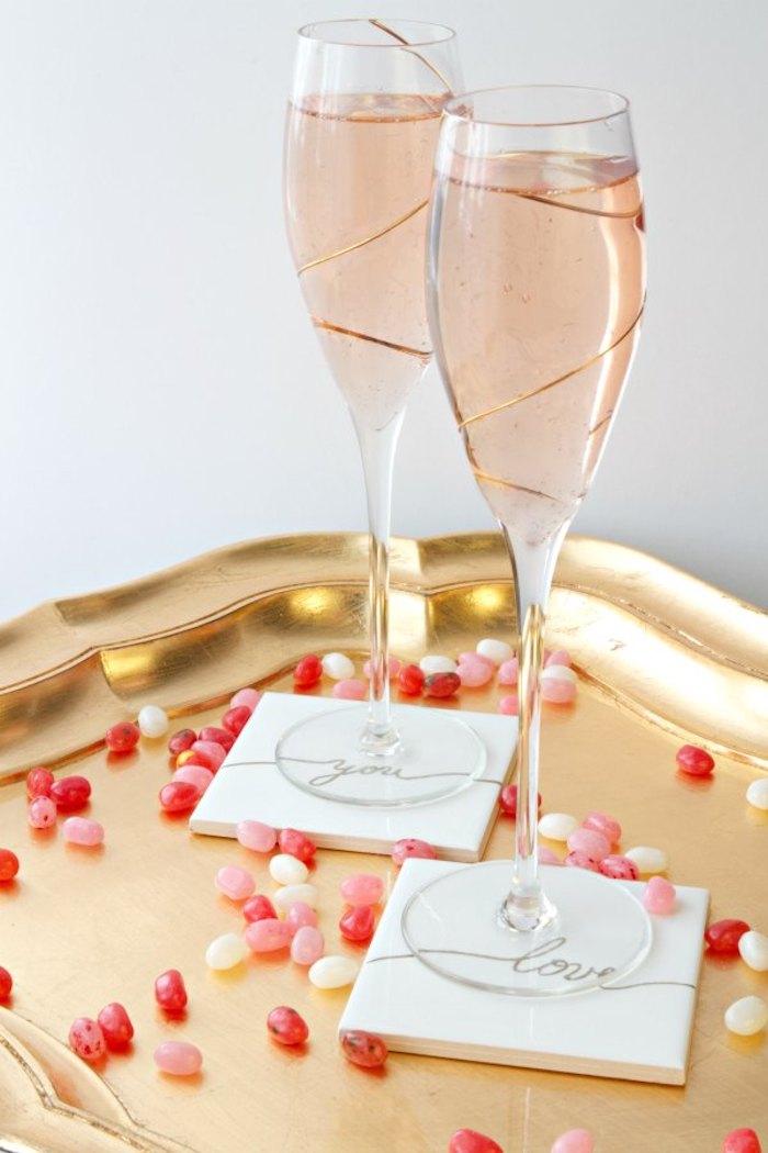 geschenke zum valentinstag für die beiden geschenke für paare gläser für champagner oder untertassen kleine pralinen