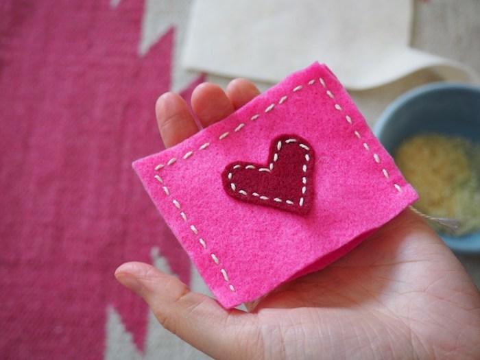 taschenwärmer zum valentinstag schenken kreative und einfache ideen zum schenken herz unikales und universelles geschenk