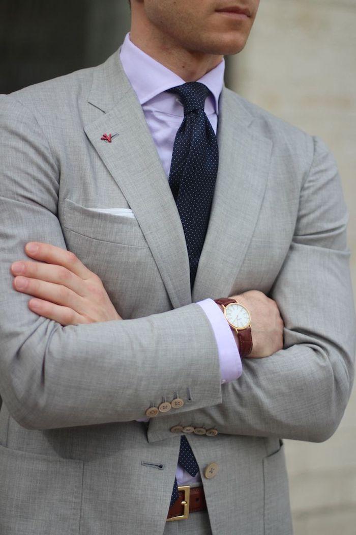 blauer anzug schwarzes hemd sieht nicht so gut aus wie grauer anzug mit weißem hemd oder lila hemd violett farbe für männer