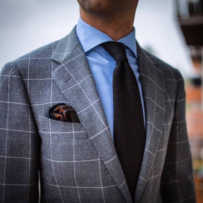 grauer anzug braune schuhe hellblaues hemd schwarze krawatte kariertes sakko und graue hose perfektes outfit